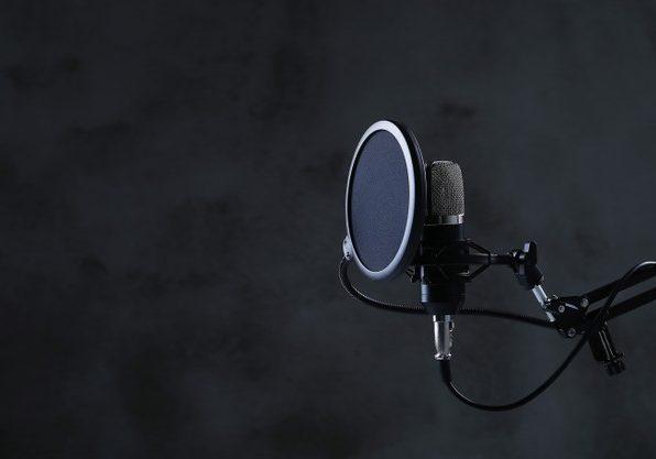 modern-microphone_144627-41309